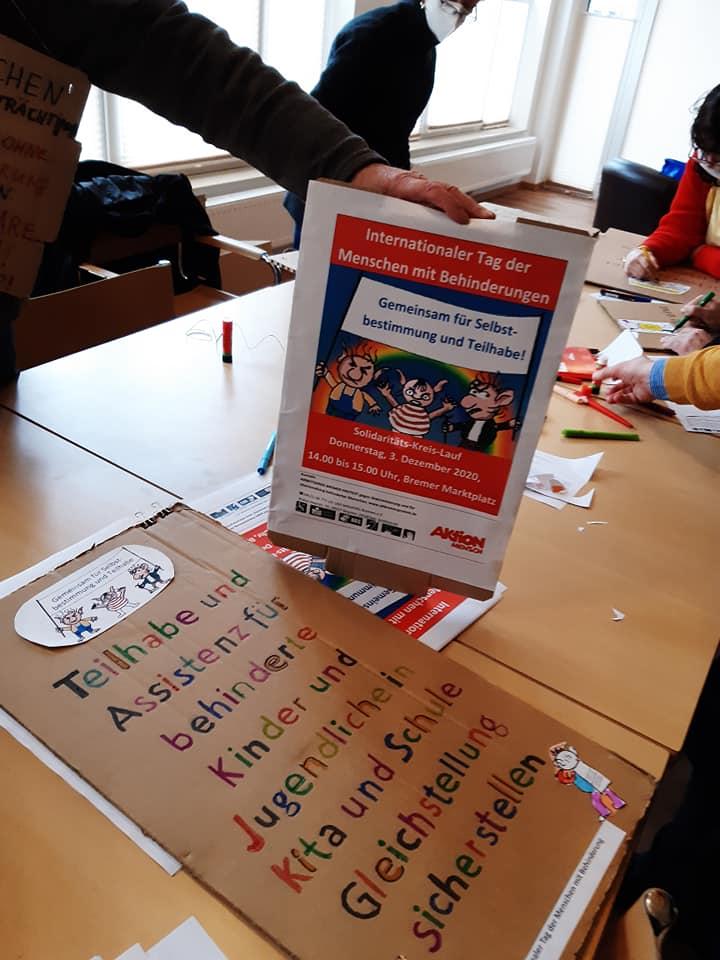 Demo-Plakat Teilhabe und Assistenz für behinderte Kinder in Kita und Schule sicherstellen